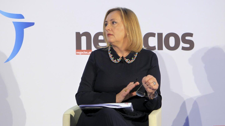 A jornalista e moderadora durante a conferência.