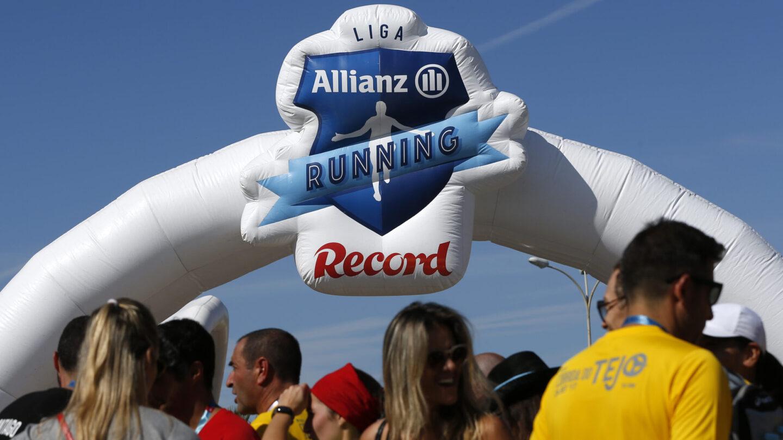 Publicidade à Liga Allianz by Record no recinto do evento. Marketing.